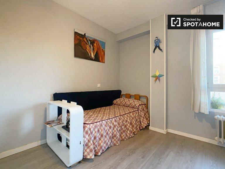Se alquila habitación en apartamento de 2 dormitorios en Delicias, Madrid