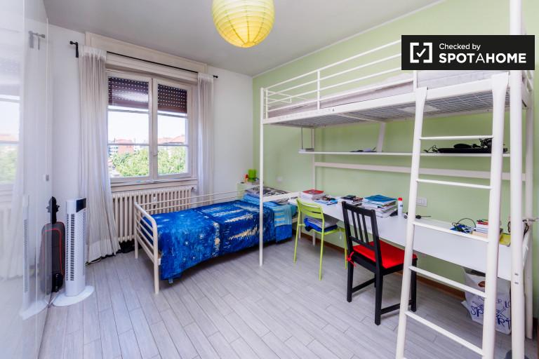 Bedroom Green - Single bed
