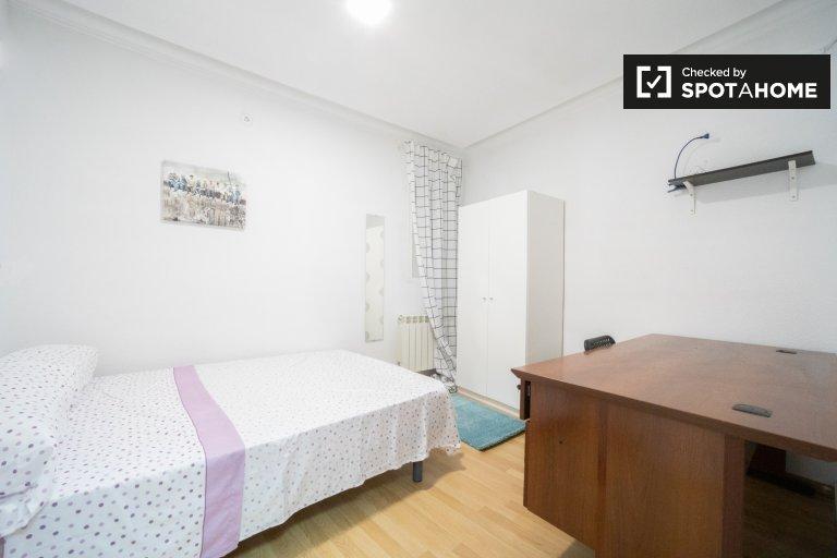 Quarto para alugar, apartamento de 11 quartos, movimentado Centro, Madrid