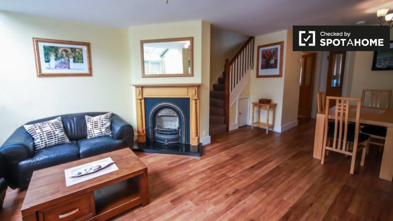 Large 3-bedroom house for rent in Drimnagh, Dublin