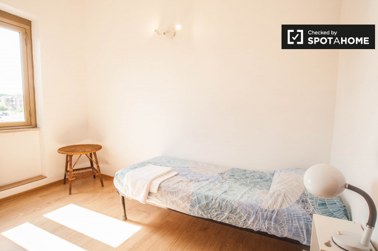 Single Bed in Rooms for rent in furnished 4-bedroom apartment in Settecamini