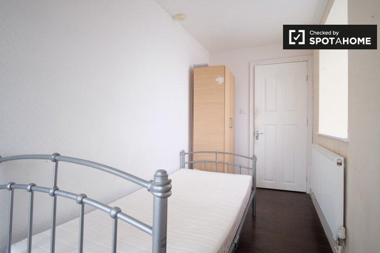 Wnętrze pokoju w 3-pokojowym mieszkaniu w Acton, Londyn