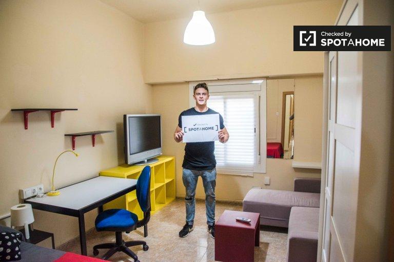 Przestronny pokój do wynajęcia, 5-pokojowe mieszkanie, El Pla del Real