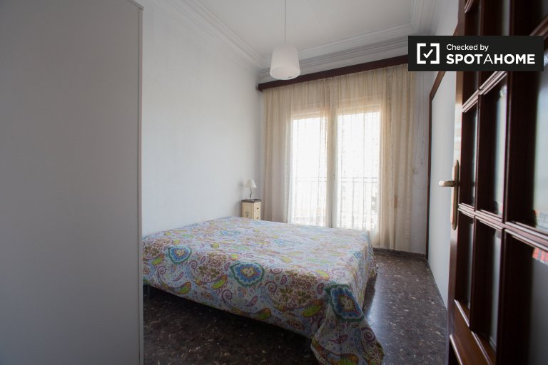 Habitación en apartamento de 7 dormitorios en Quatre Carreres Valencia