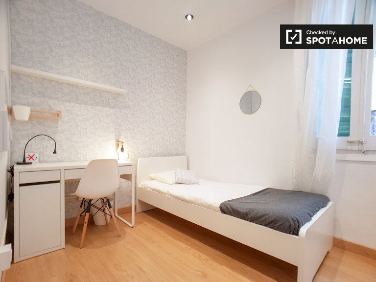 Cosy room in 4-bedroom apartment in Sant Andreu, Barcelona