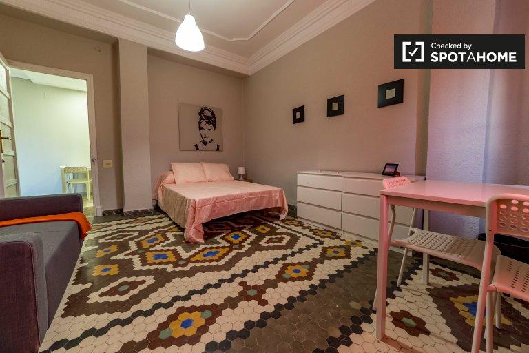 Zewnętrzny pokój w 8-pokojowym apartamencie w La Saïdia, Valencia