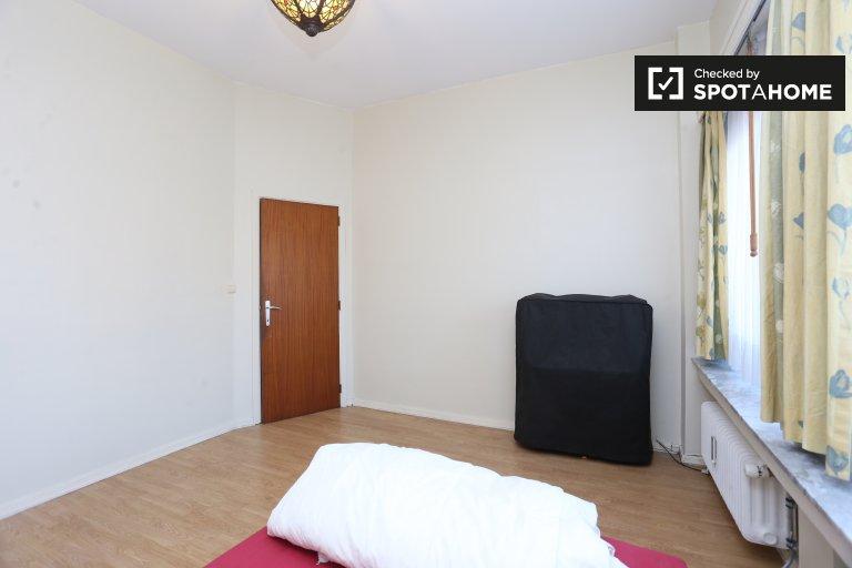 Quarto luminoso em apartamento de 3 quartos em Koningslo, Bruxelas