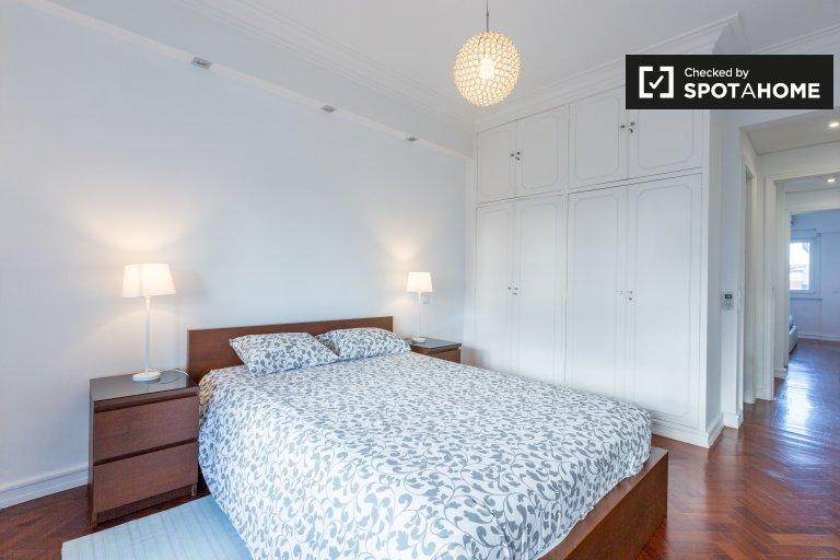 Chambre à louer dans un appartement de 4 chambres à Avenidas Novas