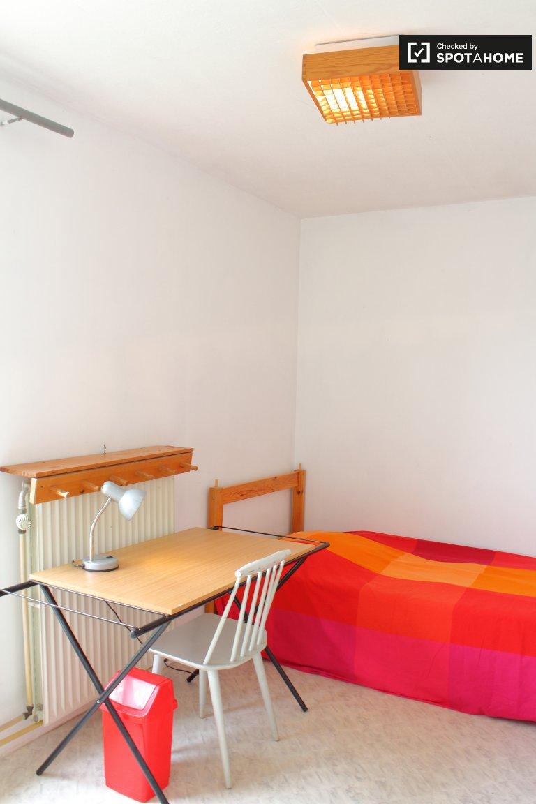 Rooms for rent in houseshare in Wezembeek-Oppem, Brussels