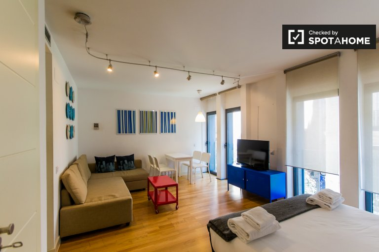 Colourful studio apartment for rent in Chueca, Madrid
