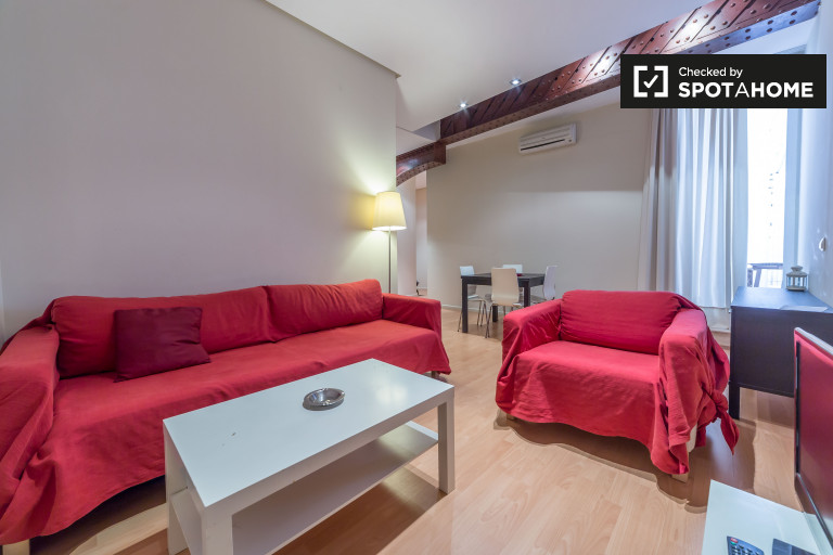 1-bedroom apartment with terrace for rent in Ciutat Vella