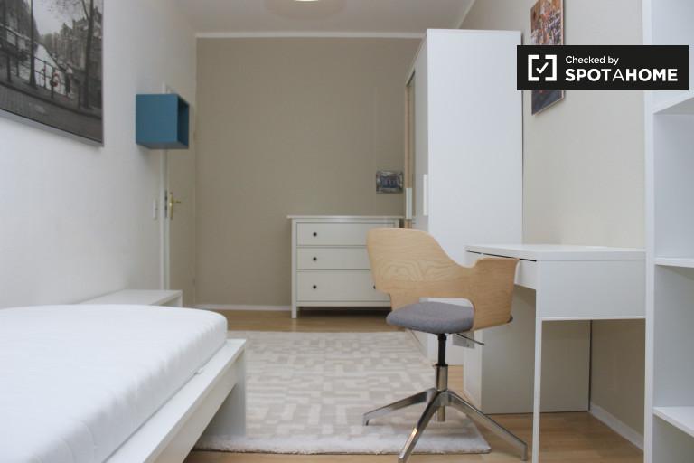 Ample room in apartment in Treptow-Köpenick, Berlin