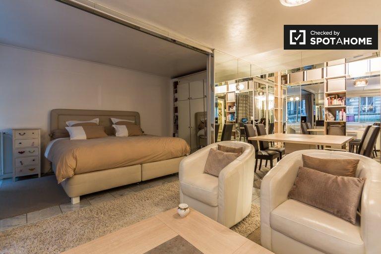 Luxury 1-bedroom apartment for rent in Passy, Paris 16