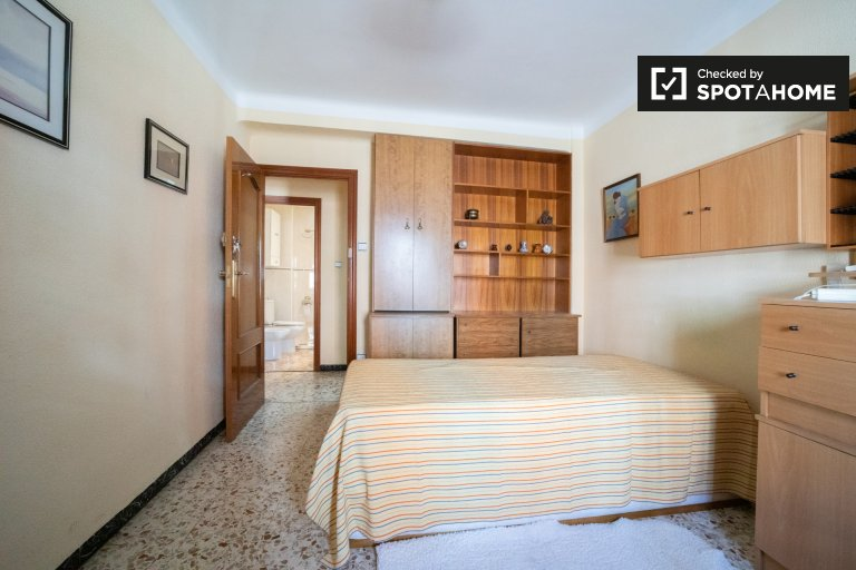 Se alquila habitación en piso de 3 dormitorios en Alcalá de Henares