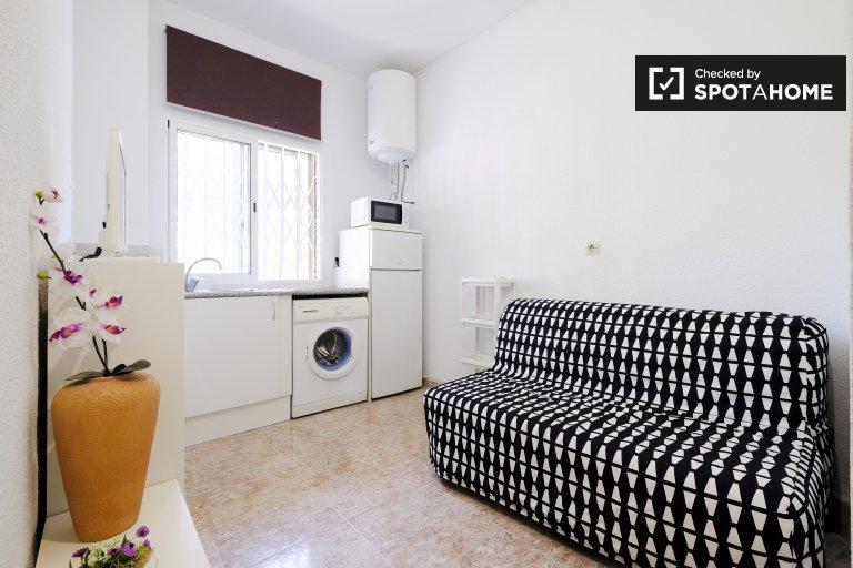 Przytulne 1-pokojowe mieszkanie do wynajęcia w Acacias