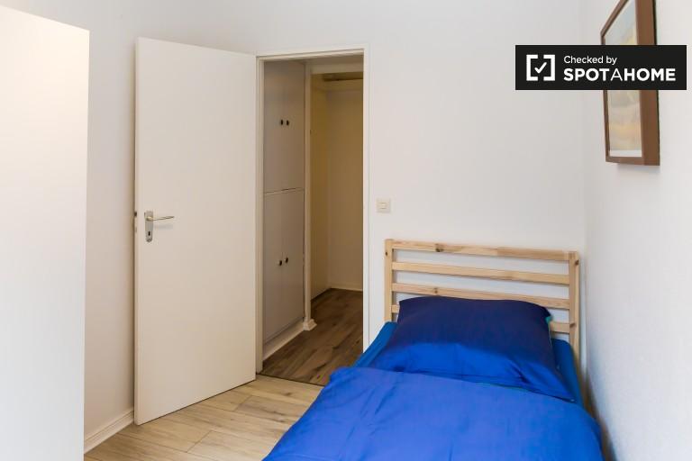 Przestronny pokój w apartamencie w Tempelhof-Schöneberg, Berlin
