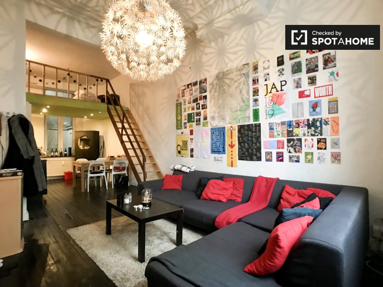 Colourful 2-bedroom apartment for rent in Centre, Brussels