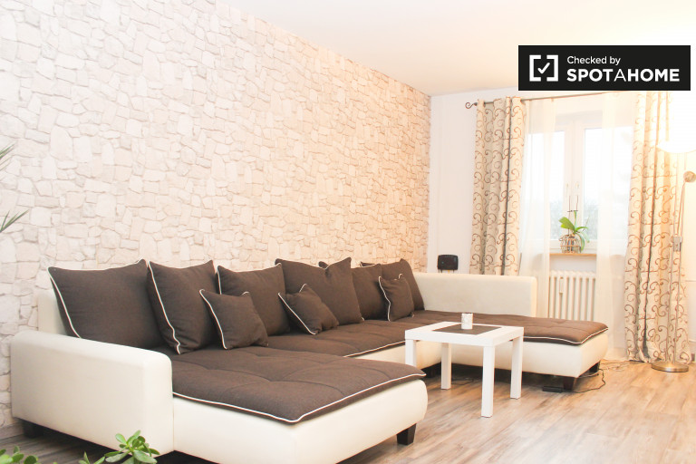Elegant 3-bedroom apartment with balcony for rent in Mitte