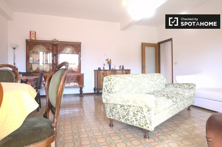 Double Bed in Rooms for rent in spacious 3-bedroom apartment in Ostiense