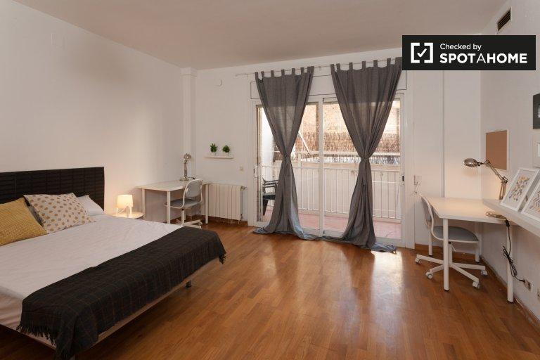 Großes Zimmer zur Miete in 5-Zimmer-Wohnung in Horta-Guinardó