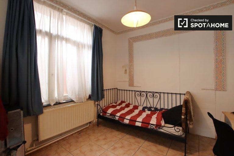 Chambre meublée dans une maison de 5 chambres à coucher à Anderlecht, Bruxelles