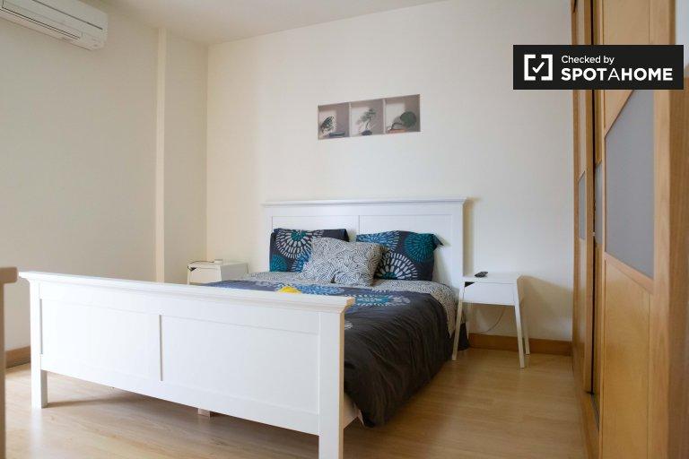 Grande chambre dans un appartement de 3 chambres à coucher à Oeiras, Lisbonne