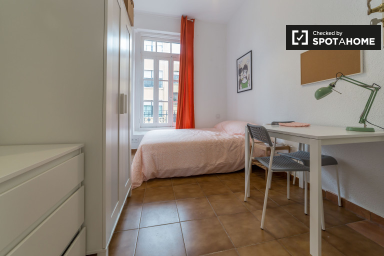 Rooms for rent in 4-bedroom apartment in Extramurs, Valencia