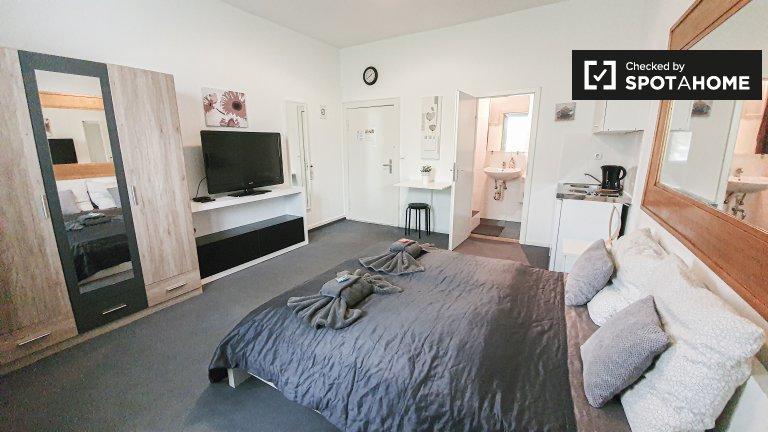 Zimmer zu vermieten in Wohnung mit 1 Schlafzimmer in Berlin