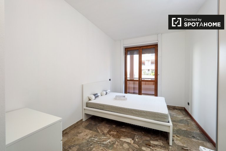 Double Bed in Rooms for rent in spacious 5-bedroom apartment in Fiera Milano
