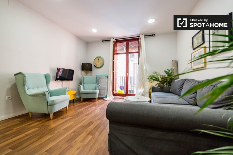 Stylish 2-bedroom apartment with balcony for rent in Ciutat Vella