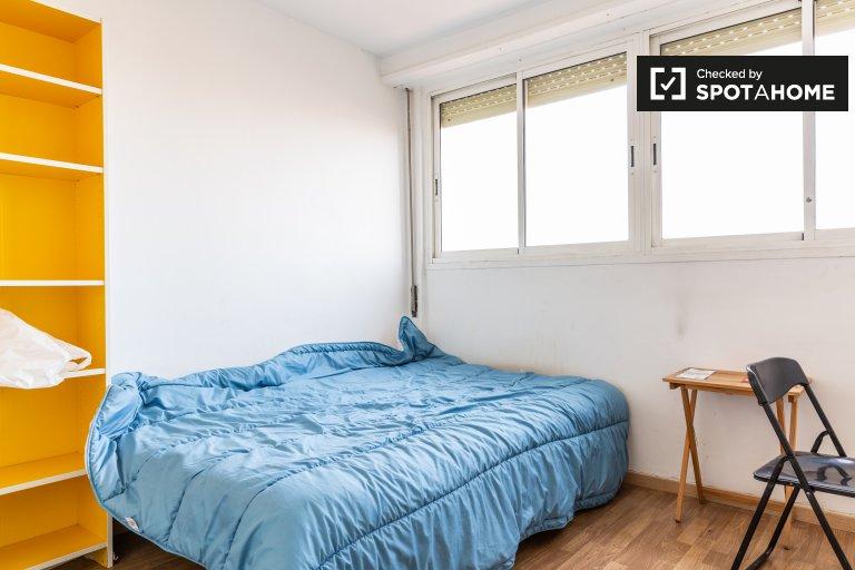Zimmer zu vermieten in 4-Zimmer-Wohnung in Gràcia, Barcelona