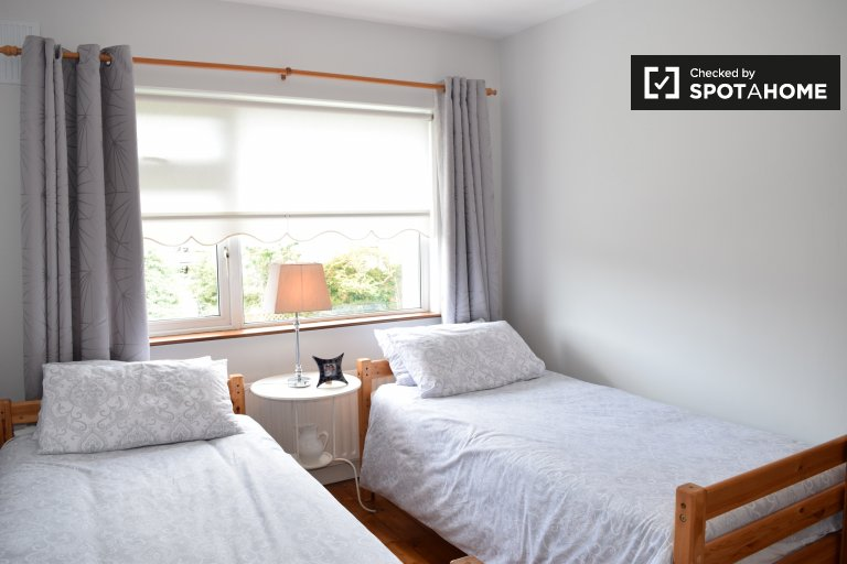 Room to rent in 4-bedroom houseshare in Templeogue, Dublin
