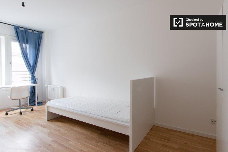 Pokoje do wynajęcia w 8-pokojowe mieszkanie w Mitte, Berlin