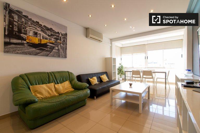 Appartement ensoleillé de 3 chambres à louer à Costa da Caparica