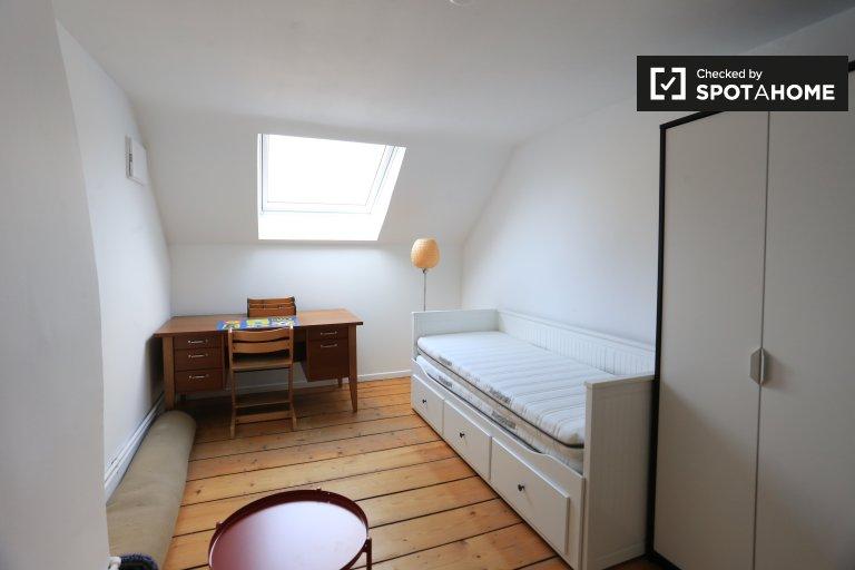Camere in affitto in casa con 7 camere da letto nel centro di Bruxelles