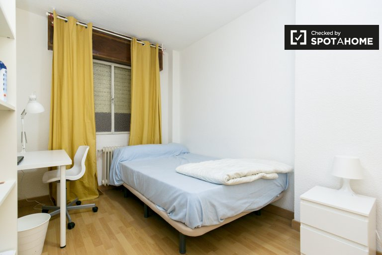 Charming room for rent in Granada Centro