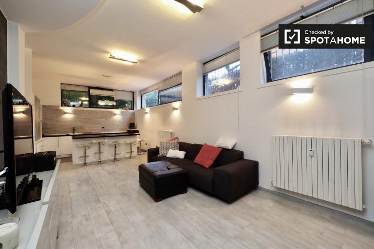 Moderno apartamento de sótano de 3 dormitorios en alquiler en Turro, Milán