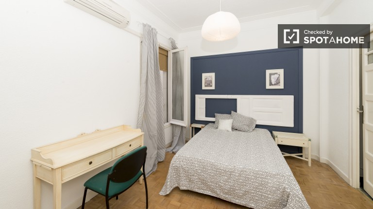 Bedroom 2 double bed with large private closet and ensuite bathroom