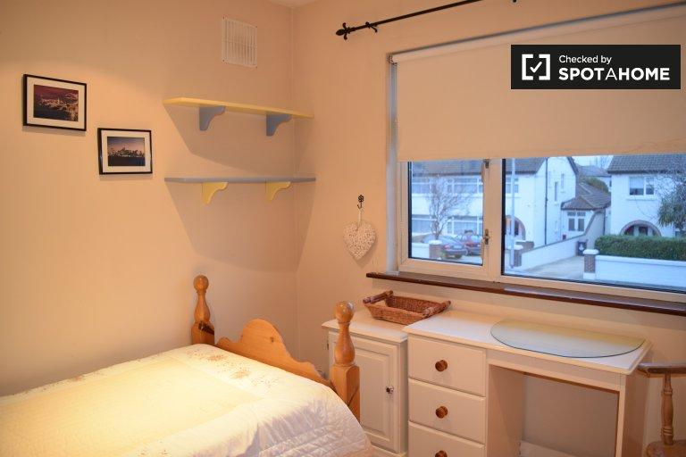Chambre confortable dans une maison de 4 chambres à Terenure, Dublin