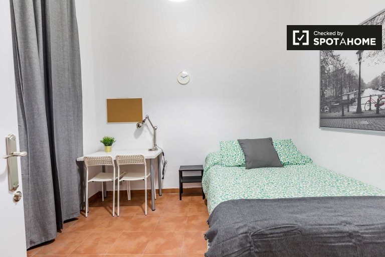 Double room for rent, 4-bedroom apartment,  Poblats Marítims