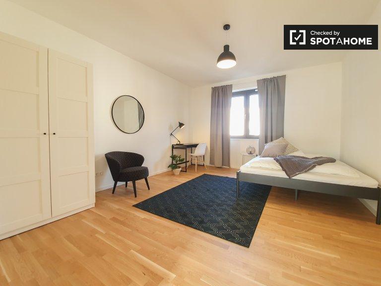 Schönes Zimmer zu vermieten, Wohnung mit 5 Schlafzimmern, Mitte, Berlin