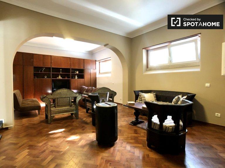 Lizbon, Restelo'da kiralık 1 yatak odalı şık daire