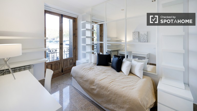 Single Bed in Rooms in a sophisticated two bedroom apartment in Embajadores