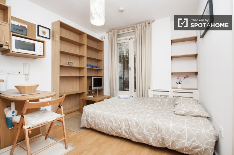 Charming Studio for Rent in West Kensington, London