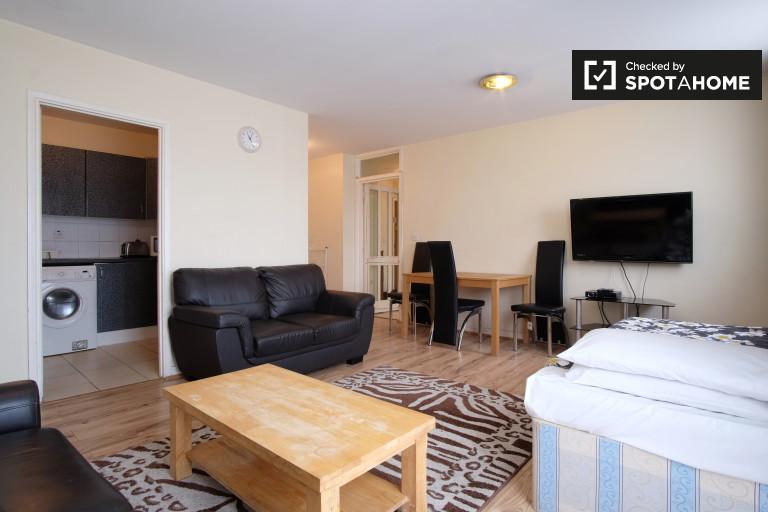 2-bedroom flat with 2 balconies to rent in exclusive Earls Court