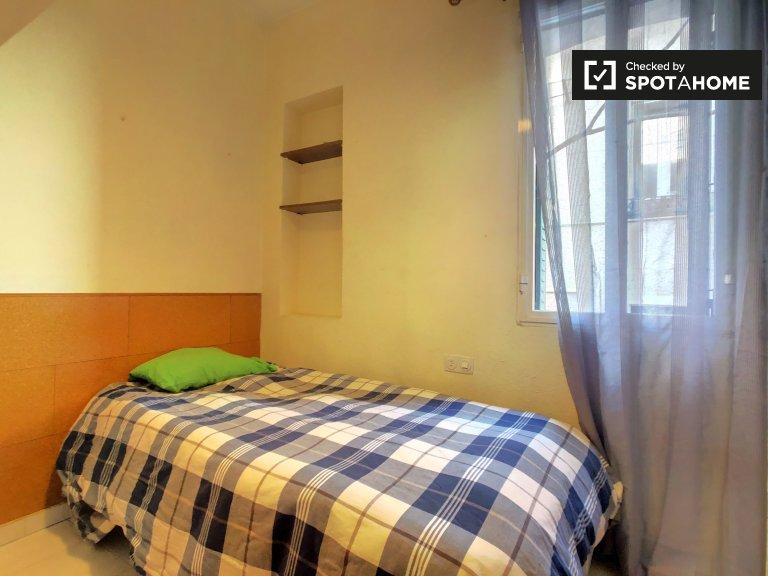 Cozy room in 3-bedroom house in Fuente del Berro, Madrid