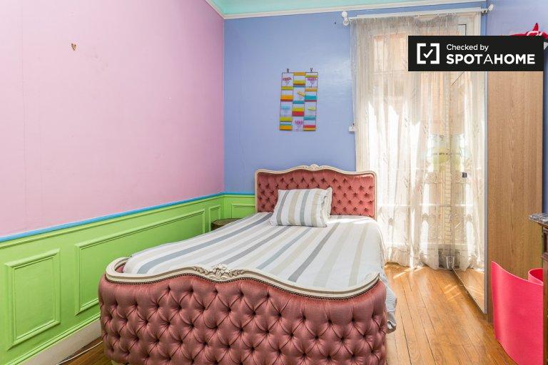 Farbenfrohes Zimmer in 3-Zimmer-Wohnung im 12. Arrondissement