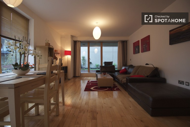 Modern 1 Bed Apartment with Terrace, Silicone Docks, Dublin