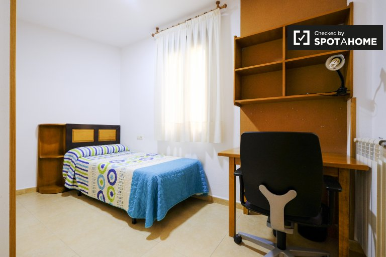 Quarto para alugar em residência estudantil em Almagro, Madrid