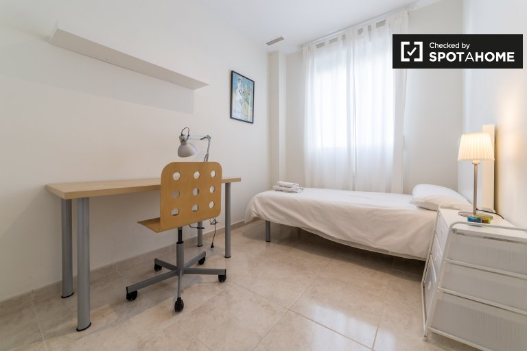 Chambre simple disponible, appartement de 3 lits, L'Eixample, Valence